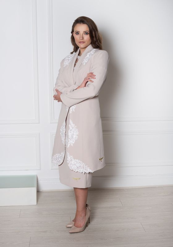 Taupe dress coat with white lace embroidery