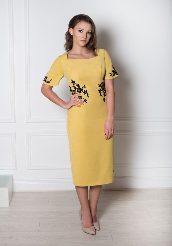 Model wearing Avyi pencil occasion dress, Dublin