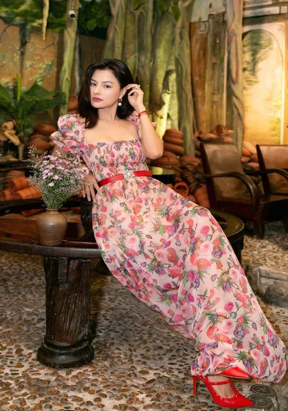 Atze maxi dress with square neckline and puff sleeve in pink floral pattern